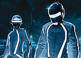 グラミー賞デュオがトロンスーツを着用「トロン:レガシー」