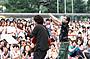 高橋優の路上ライブ、園子温監督撮影で生配信 ファン1200人熱狂