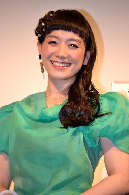 篠原ともえ、海外ドラマ声優デビューで「声優界にもシノラー旋風を!」 : 映画ニュース