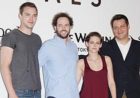 (左から)ニコラス・ホルト、ドレイク・ドレマス監督、 クリステン・スチュワート、マイケル・プラス