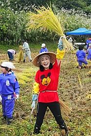 小林幸子、例年以上に豊作!初の武道館で紅白衣装3点披露へ