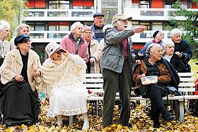 人生に引退はなし!78歳俳優が史上最高齢で主演男優賞「陽だまりハウスでマラソンを」予告編