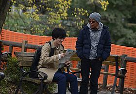 「火花」を撮影中の林遣都と廣木隆一総監督