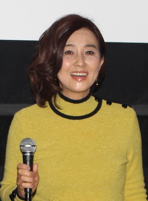 黄色の服の秋吉久美子