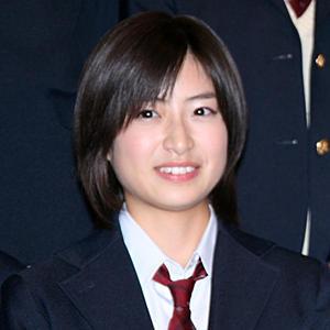 制服姿の南沢奈央